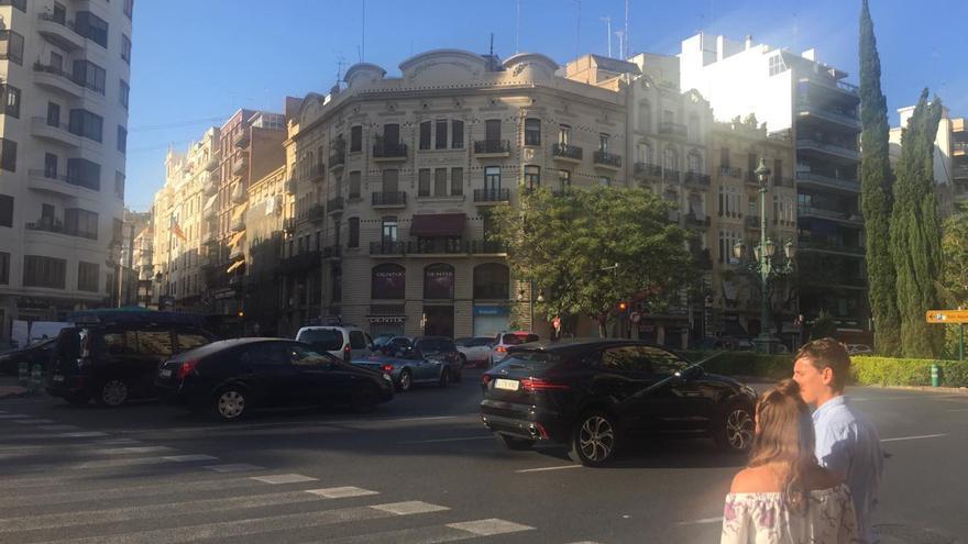 El giro a la izquierda desde Germanías hacia la calle de Russafa quedará prohibido para vehículos privados desde este domingo