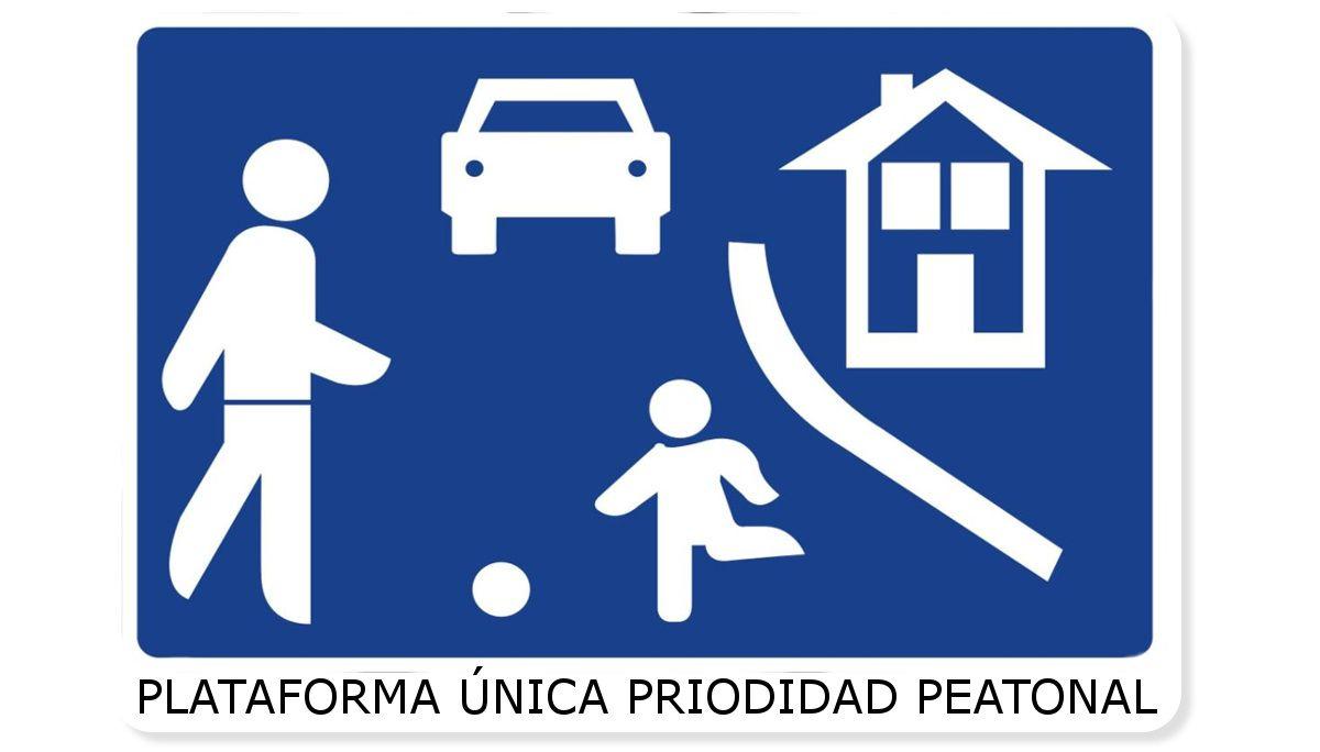 Señal indicativa de calle residencial con plataforma única como la del Ayuntamiento de Montijo | SOMOS CHUECA