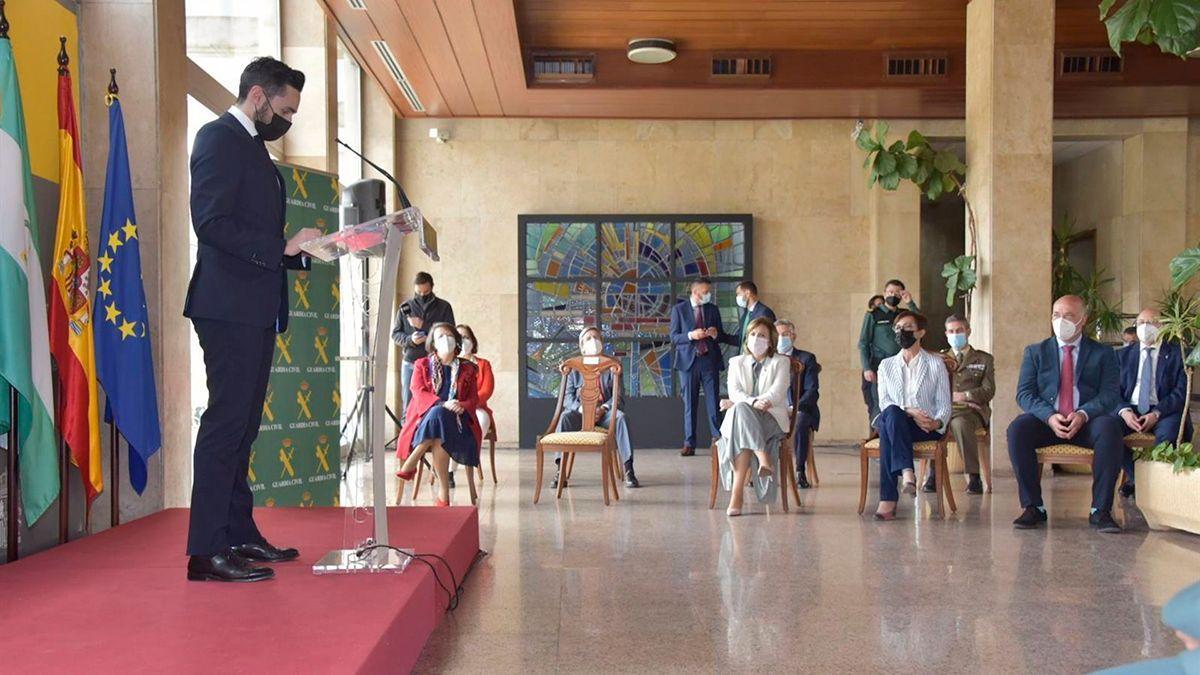 Presentación de la carta de servicios de la Comandancia de la Guardia Civil en Córdoba.