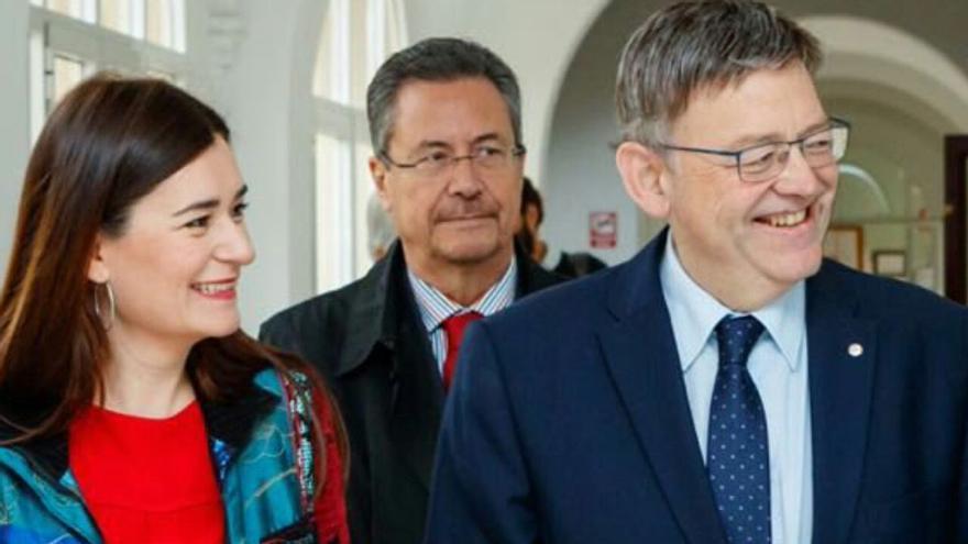 La consellera de Sanidad, Carmen Montón, y el presidente de la Generalitat, Ximo Puig (a la derecha).