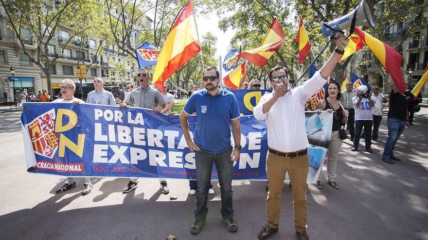 El partido de ultra derecha, Democracia Nacional, se manifiesta en Gracia