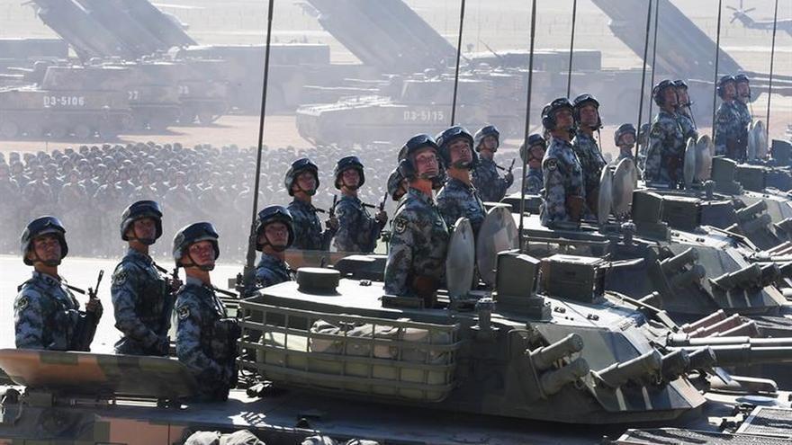 """China exhibe su músculo defensivo en tiempos en que """"el mundo no está en paz"""""""
