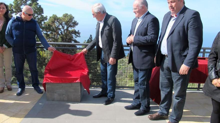 En la imagen, un momento de la ceremonia de inauguración del Parque de Mayores de Tijarafe celebrada el miércoles, 28 de enero de 2015.