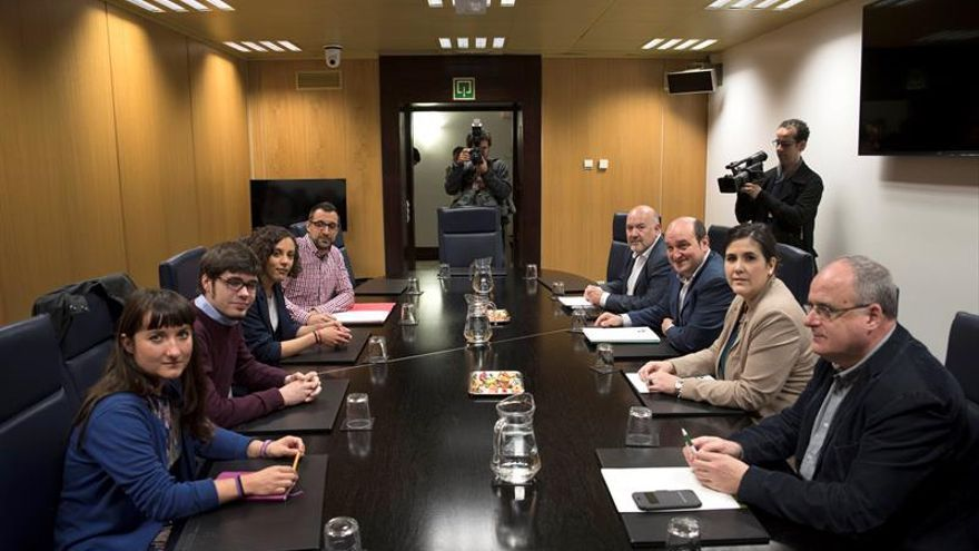El PNV incorpora a Podemos a la negociación para actualizar el autogobierno
