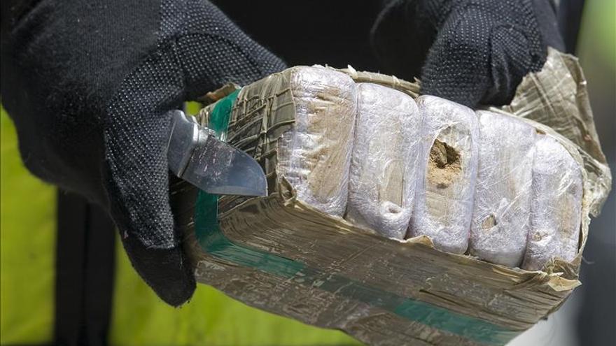 Encuentran un cadáver en una playa de La Línea junto a 194 kilos de hachís