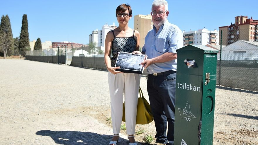 PSOE pide retirar un 'pipican' sobre una gran fosa común en Málaga y el cese del edil de Urbanismo