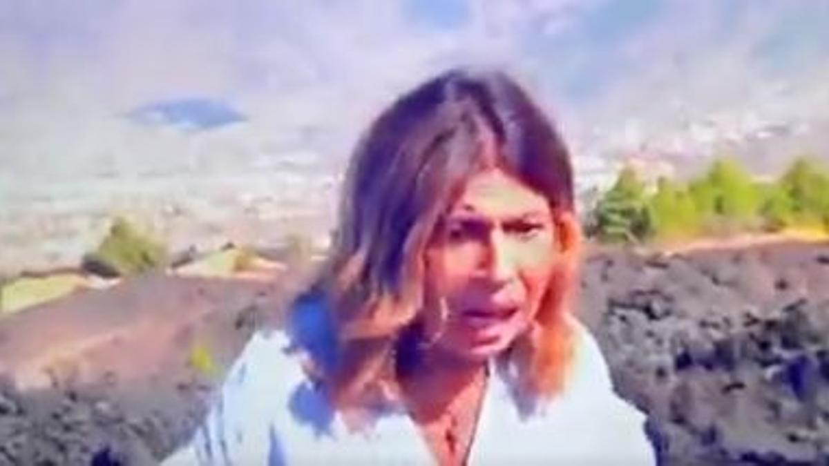 La reportera Francisca González en pleno directo en el canal 24 horas, sorprendida por un seísmo