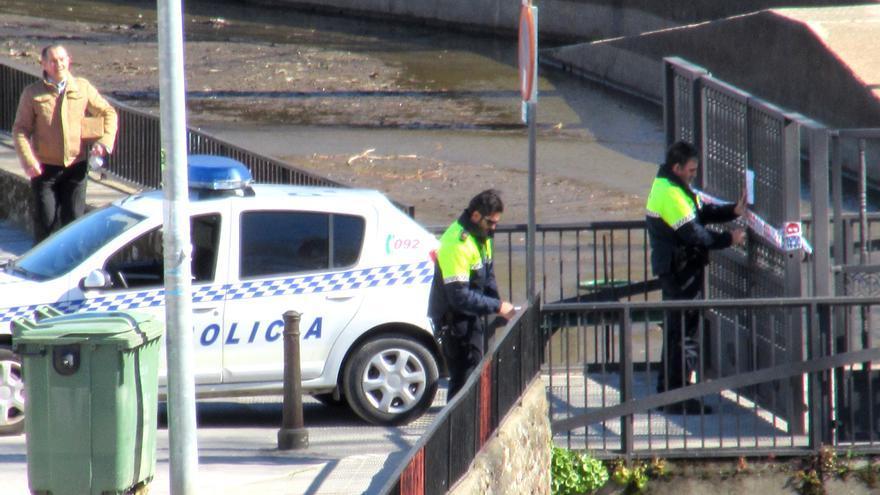 La policía de Plasencia precinta los parques / ASO
