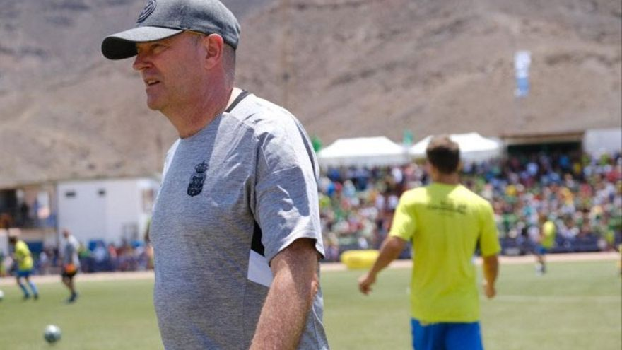 Pepe Mel, antes del encuentro de la UD Las Palmas frente al Gran Tarajal