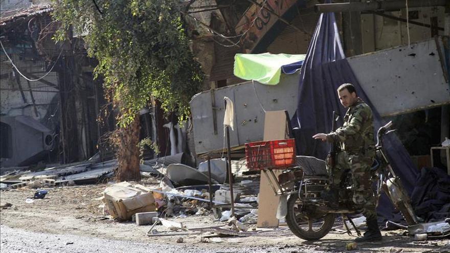 Yihadistas de Al Qaeda se enfrentan a rebeldes islamistas en el norte de Siria