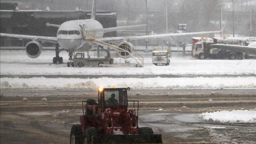Más de 500 vuelos cancelados en la costa este de EE.UU. antes de Acción de Gracias