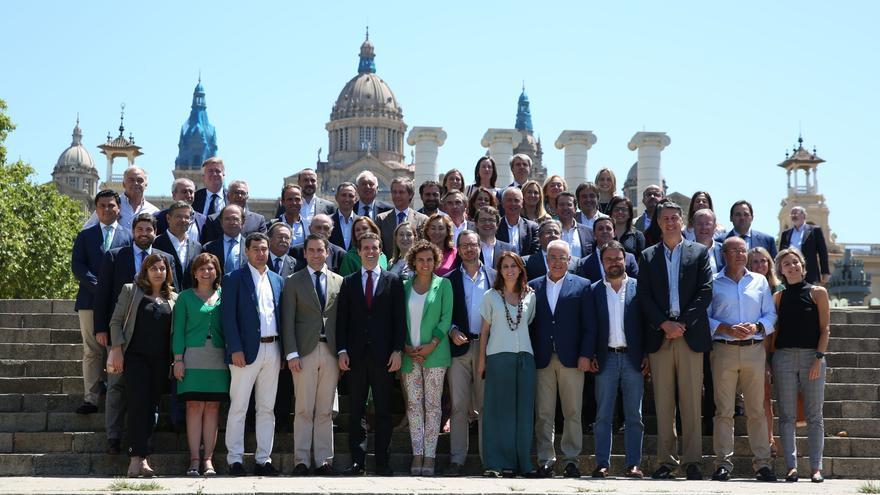 Los miembros de la nueva estructura del PP, este jueves, en Barcelona.