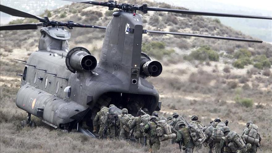 La Brigada Paracaidista se ejercita en Zaragoza para actuar en un país en guerra