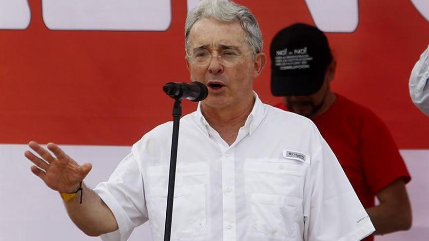"""Uribe apela a una """"gran coalición"""" que elija a un presidente """"sin temores"""""""