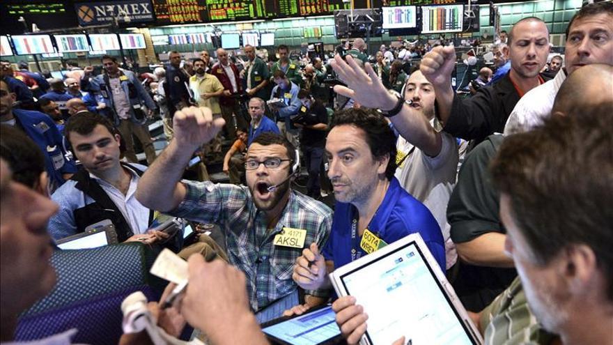 Wall Street retrocede el 0,65 por ciento un día después de conquistar nuevos récords