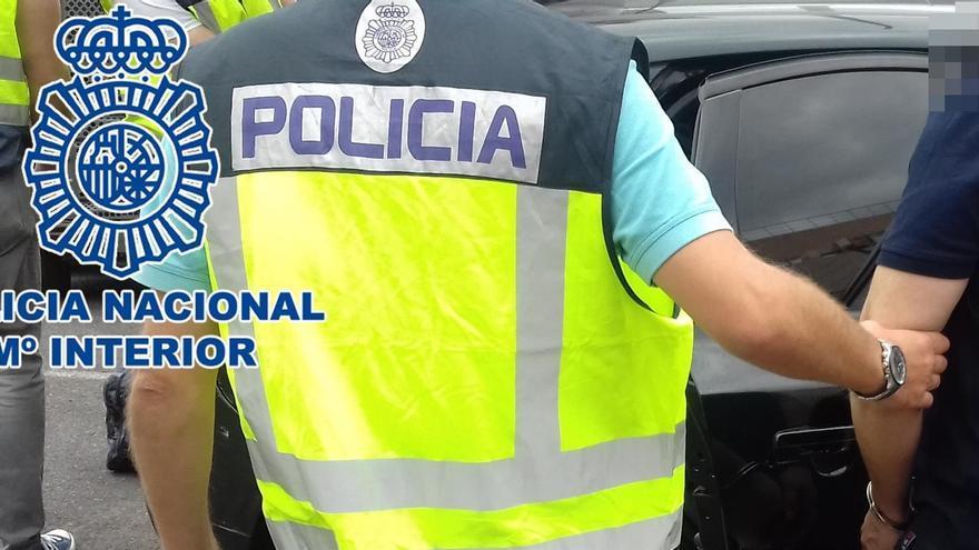 Detenido en Gran Canaria por robar un colgante de gran valor a un turista mediante el método del 'abrazo amoroso'