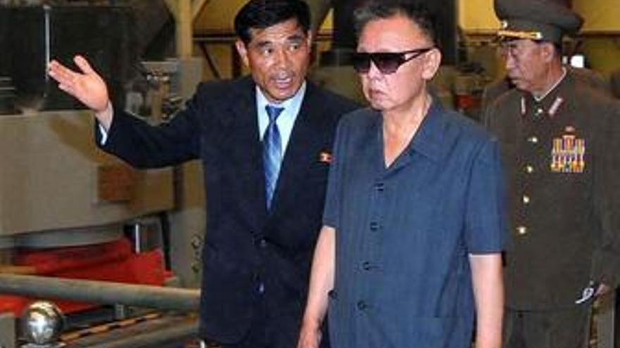 Kim Jong Il visita una fábrica en Corea del norte