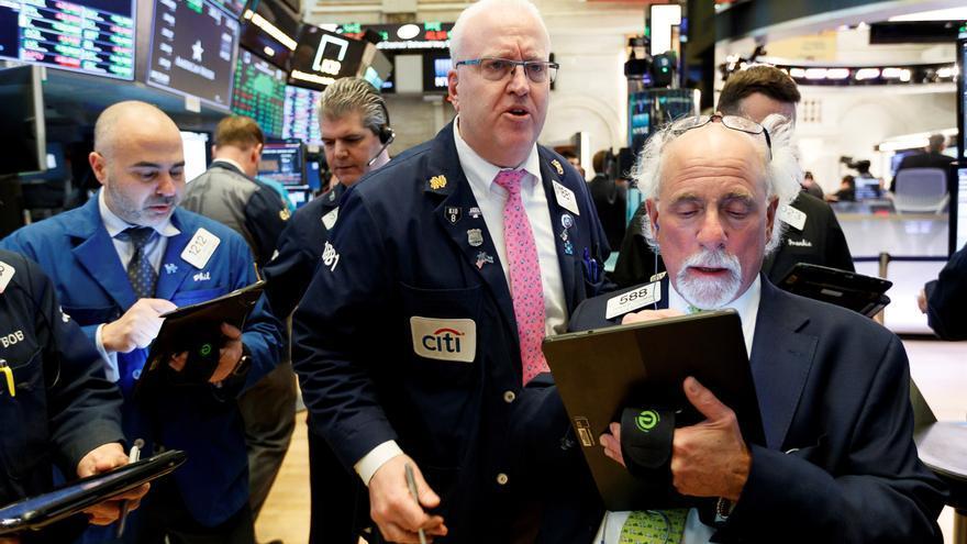 Wall Street anota ganancias pese a los datos del empleo, con el Dow Jones y el S&P en récord
