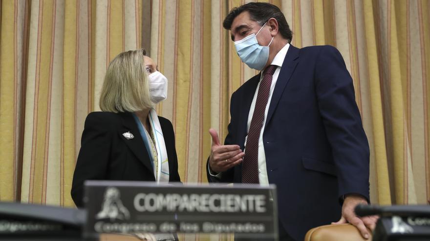La subsecretaria de Defensa defiende que solo ordenó vacunar a los sanitarios