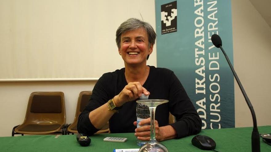 Luisa Etxenike durante su intervención en los cursos de verano de la UPV.