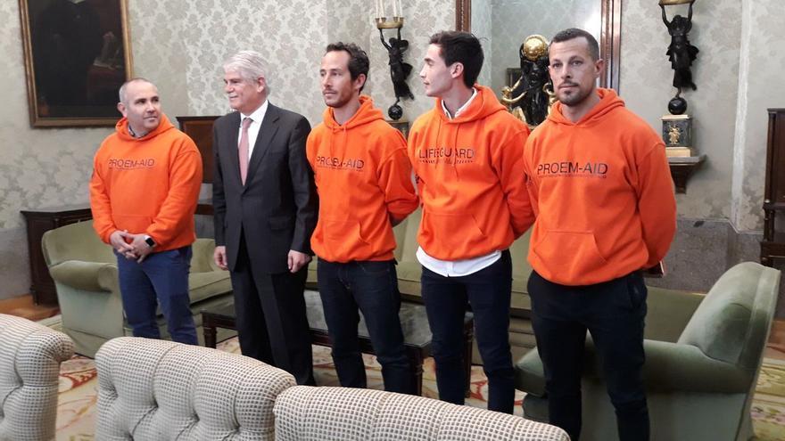 El pasado 5 de abril, Dastis se reunió con los bomberos en Madrid