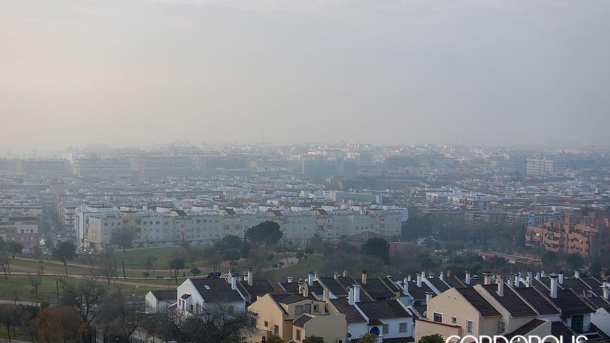 'Boina' de contaminación en la ciudad visible desde el parque de La Asomadilla   ÁLEX GALLEGOS