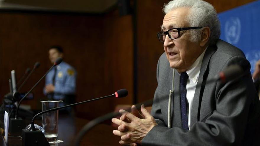 El mediador propone reanudar las negociaciones de paz para Siria el 10 de febrero