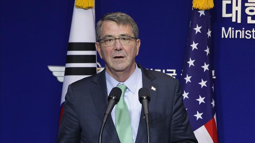 El Secretario de Defensa de EE.UU. visita un portaaviones en el mar del Sur de China