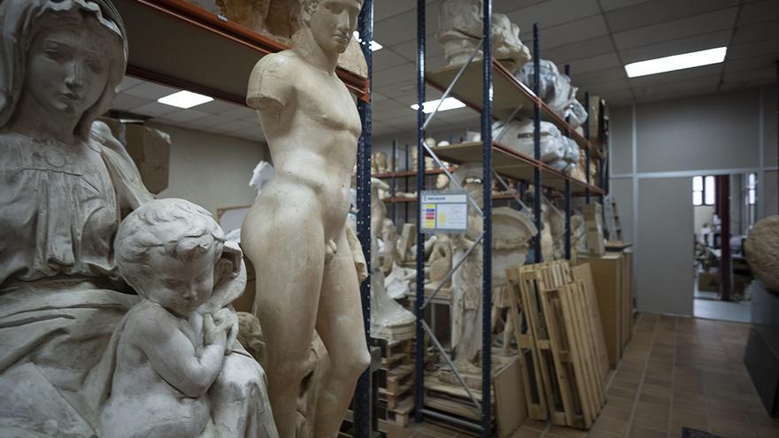 Una de las galerías del taller de escultura de la Facultad de Bellas Artes, en el campus de la Complutense)