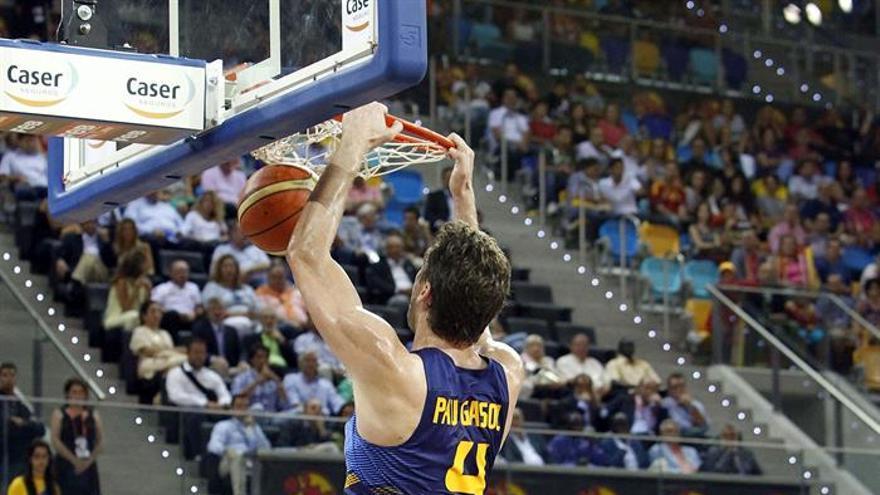 Pau Gasol durante el encuentro que enfrentó a la selección española de baloncesto contra Senegal en el Gran Canaria Arena. Efe.