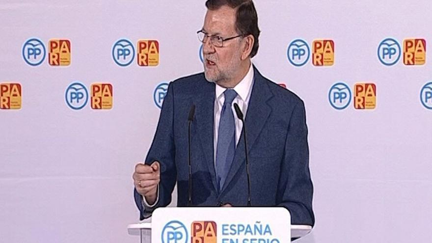 """Rajoy insinúa que votar a C's es """"jugar a la ruleta rusa"""" porque """"al final"""" puede ser elegido otro partido"""