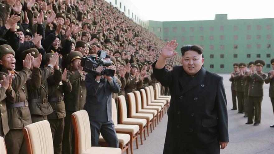 Kim Jong-un muestra su cojera por primera vez en televisión tras reaparecer