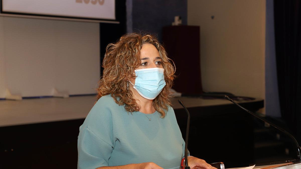 La delegada de Cultura en la Diputación de Córdoba, Salud Navajas, en rueda de prensa.
