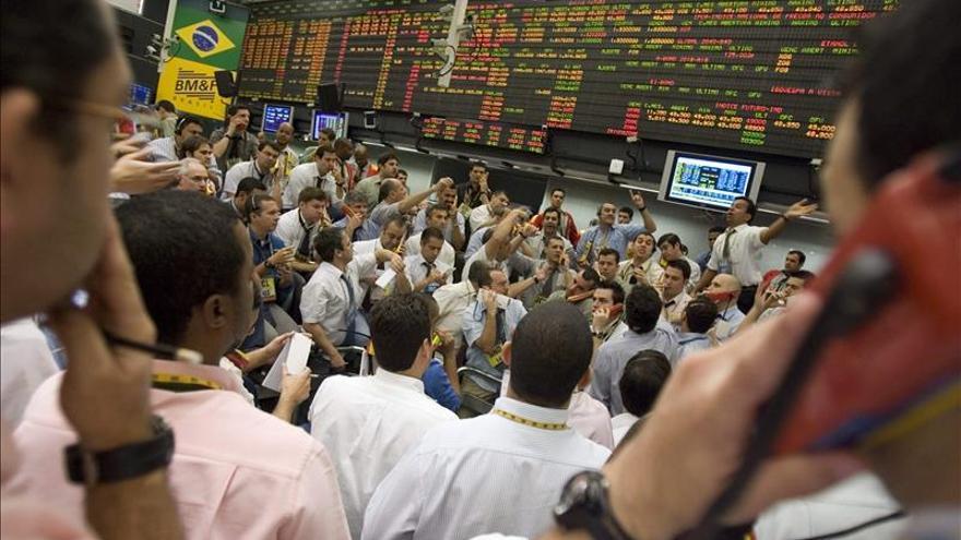 Analistas elevan al 2,55 por ciento su previsión de contracción para Brasil este año