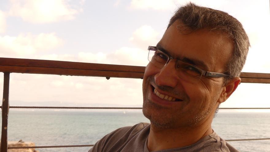 Hussam, psicólogo y escritor de Arrabeh | AITOR LOBATO