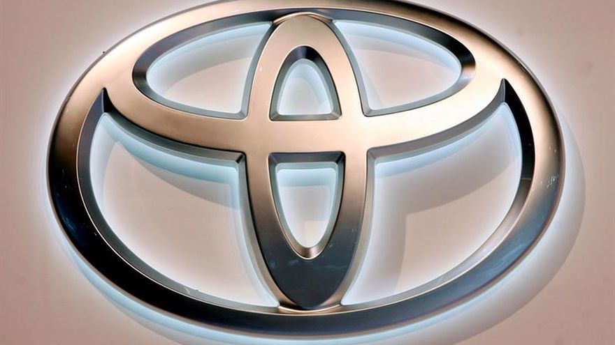 Toyota añade 1,6 millones de autos a llamada a revisión de airbag en EE.UU.