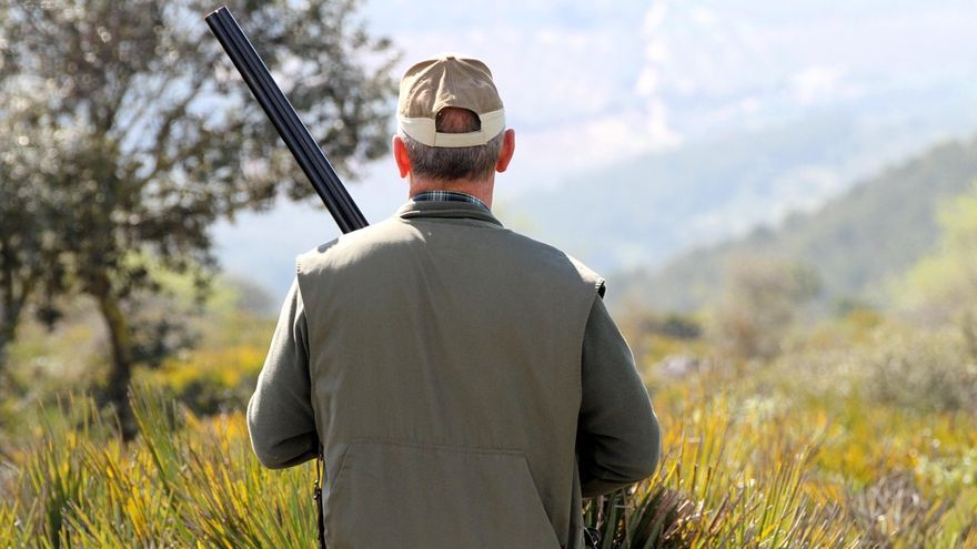 Los cazadores ven lagunas en el reglamento que puede sancionar con 30.000 euros la falta de control sobre sus armas