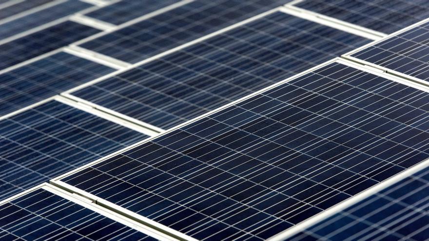 Vista de varios paneles solares. EFE/Koen Van Weel/Archivo