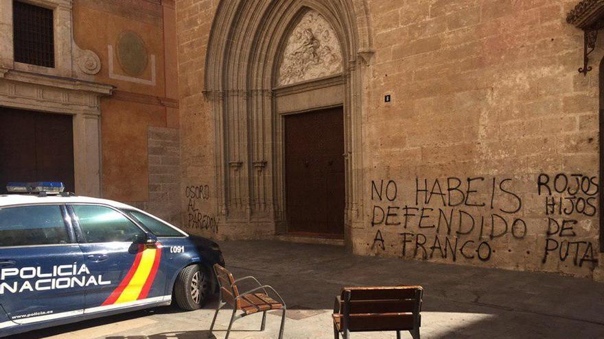 Pintadas contra los obispos en una iglesia de Valencia