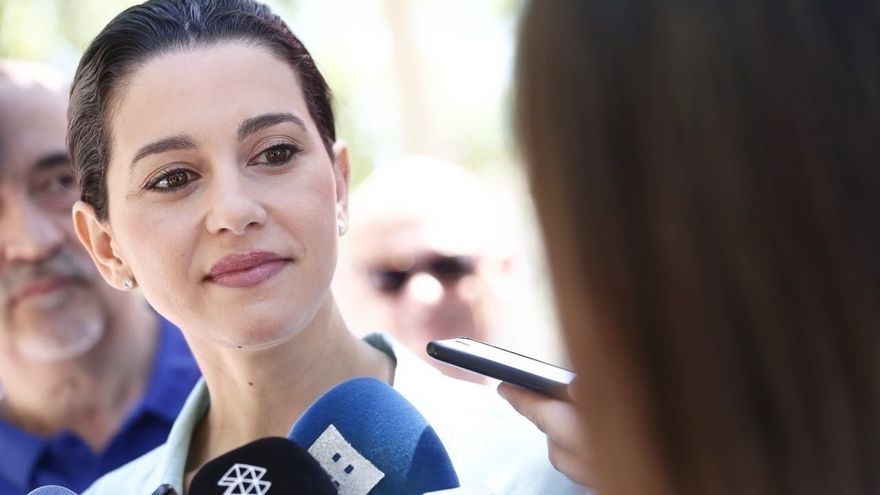 """Arrimadas dice que los cambios en el Gobierno catalán son """"los últimos momentos del proyecto separatista"""""""