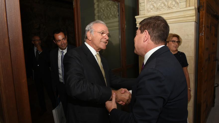 Isidro Fainé, en Toledo, con Emiliano García-Page