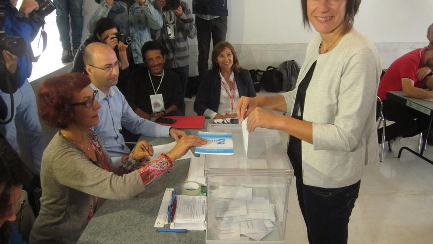 """Pontón, la candidata más madrugadora en votar, llama a que """"la voz de todos los gallegos se deje sentir"""""""
