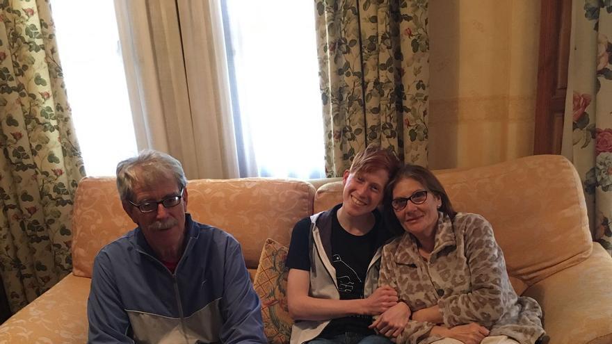 Brock Smith con su familia toledana de acogida