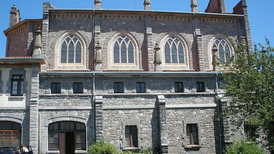 Fachada del convento de las Esclavas del Sagrado Corazón de Jesús, en Azpeitia