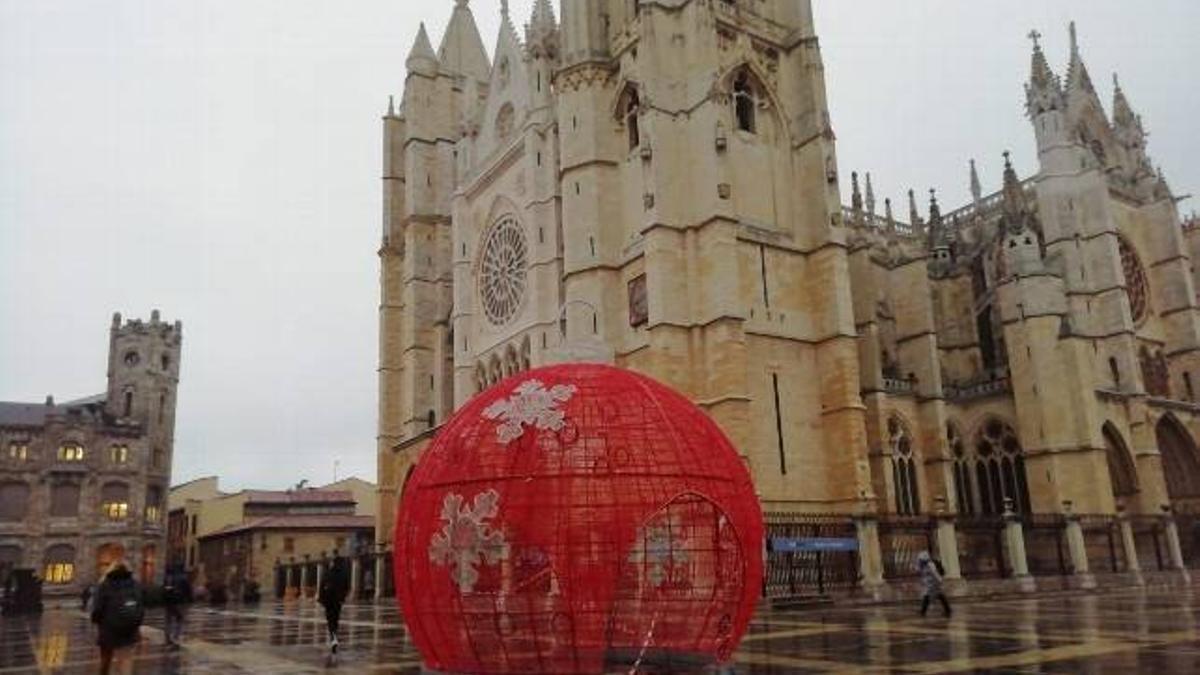 Catedral de León, donde la toma de posesión del nuevo obispo reunirá a 300 personas.