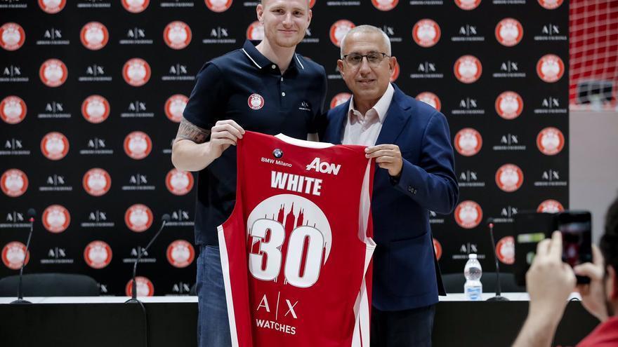 White firma por el Canarias hasta final de temporada procedente del Milan.