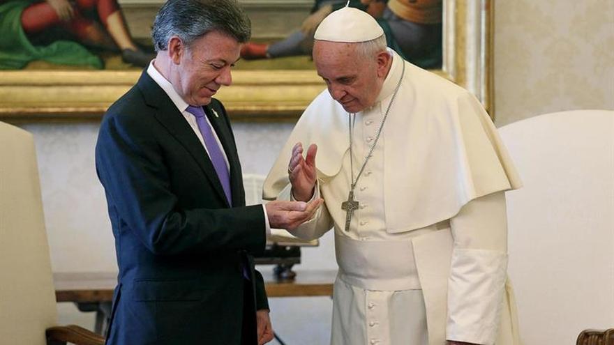 """Santos dice que es un """"inmenso honor"""" que el papa Francisco visite a Colombia"""