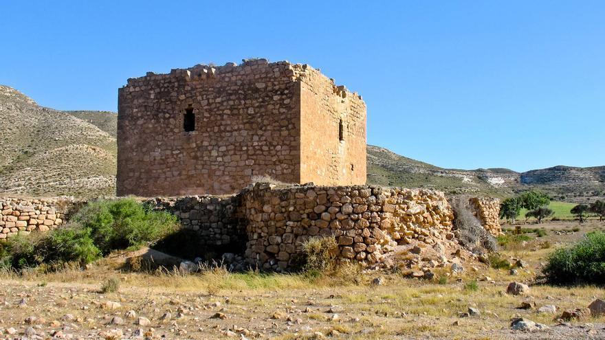 Castillo de los Alumbres, antigua fortificación del siglo XVI situada en Cabo de Gata.