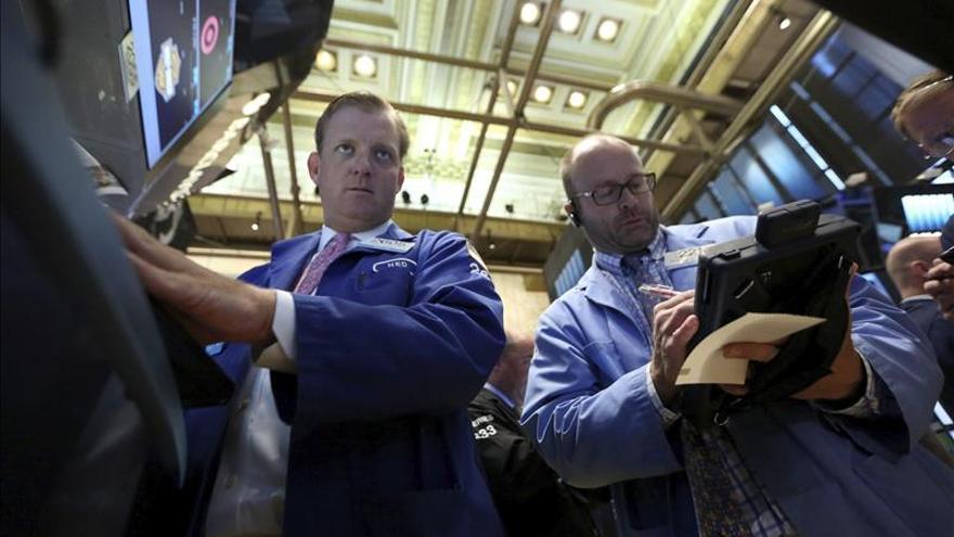 Wall Street abre con pérdidas y el Dow Jones baja un 0,49 por ciento