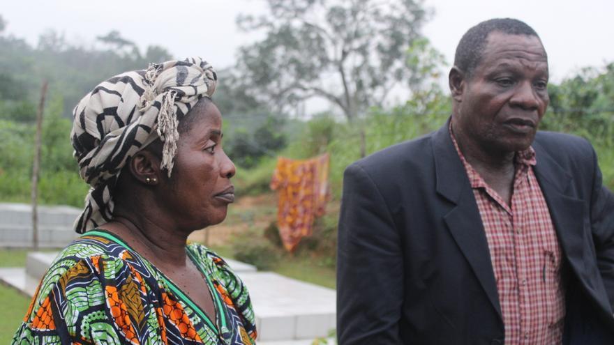 Los padres de Yves Bilong Martin, víctima del Tarajal.   Imagen cedida por Caminando Fronteras.